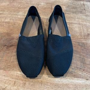 Toms black slip-on classic shoes